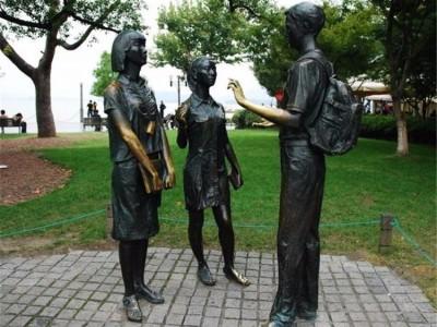玻璃钢雕塑价格 河池玻璃钢雕塑定制批发