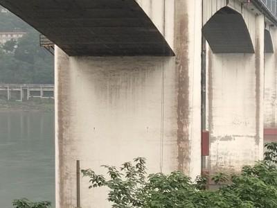 立交桥腹板雨水管安装施工作业平台