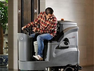 GM110BT85驾驶式洗地机 广西洗地机物业保洁停车场清洗