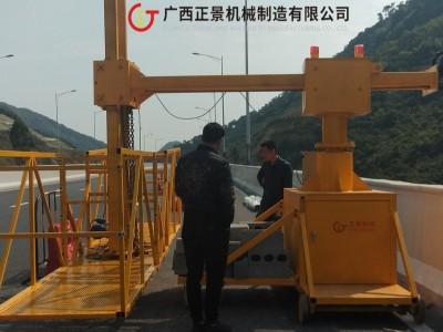 立交桥腹板雨水管安装施工作业挂篮