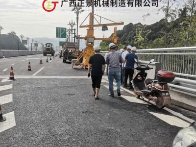 立交桥腹板雨水管安装施工作业行走车