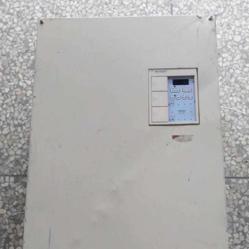 东芝二手进口变频器90Kw VFP7-4900P拆机上机测试功能正常
