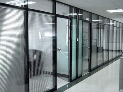 广西双玻百叶隔断玻璃厂家定制   办公室酒店隔断墙  铝合金玻璃隔断墙