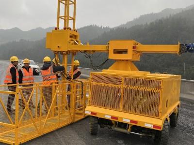 桥梁安装落水管施工车