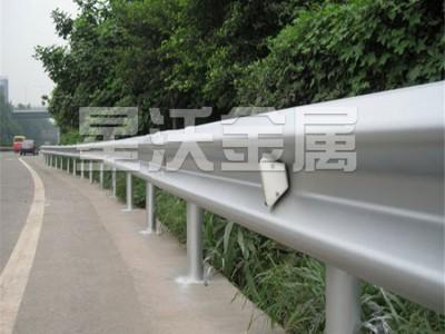 河池护栏厂家波形护栏高速护栏批发价格