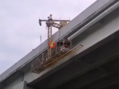供应国道桥梁侧面排水管安装设备  桥梁排水管安装吊篮