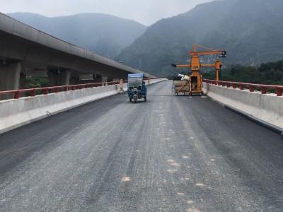 桥梁侧面排水管安装施工车 桥梁排水管安装设备 单侧桥梁检测车